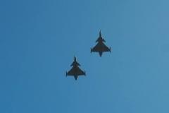 Po odhalení památníku letcům RAF z Karlova proletěly letouny JAS 39 Gripen. When memorial to Czechoslovak airmen from Pilsen - Karlov has been unveiled, two Grippen made fly over.