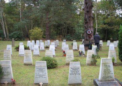 Ukládání ostatků generála Miloslava Kašpara a pietní akt na hřbitově Brookwood, 2012