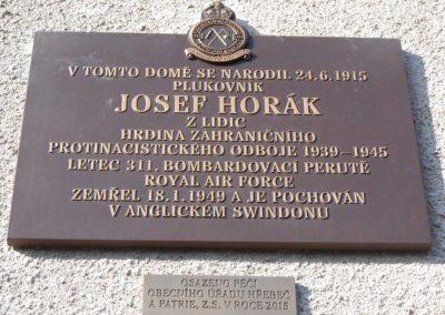 Odhalení pamětní desky na rodném době Josefa Horáka z Lidic, letce RAF, Hřebeč, 24. 10. 2015