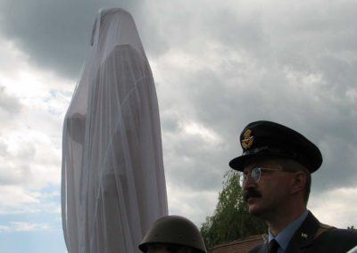 Odhalení sochy Alfréda Bartoše, výsadek Silver A, Sezemice, 2007