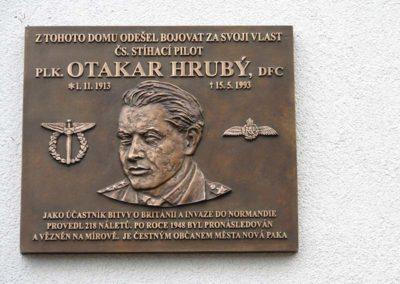 Odhalení pamětní desky Otakaru Hrubému, stíhacímu pilotovi, Nová Paka, 2013