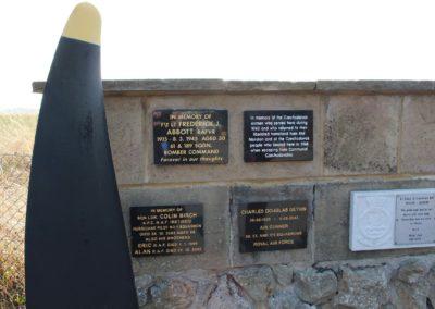 10 - Pamětní deska československým letcům v RAF, pamětní stěna Spitfire and Hurricane Memorial Musea v Manstonu