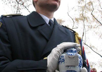Ukládání ostatků plk. Lubomíra Úlehly a gen. Jiřího Hartmana, hrob československých letců RAF, Praha - Olšany