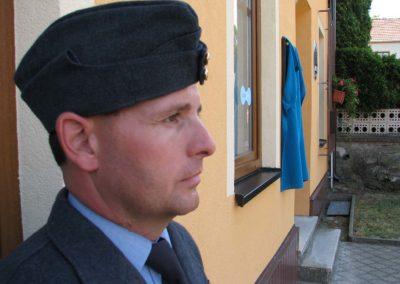 Odhalení pamětní desky Stanislavu Rejtharovi, stíhacímu pilotovi, Kuroslepy, 2013