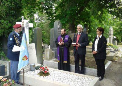 Ukládání ostatků velitele československých letců v RAF generála Karla Janouška, 12. 5. 2014, Praha - Šárka