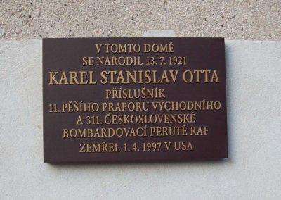 Odhalení pamětní desky Karlu Stanislavu Ottovi, palubnímu střelci RAF, Mnichovo Hradiště, 2. 9. 2016