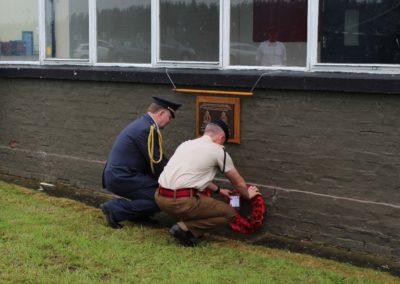 Odhalení pamětní desky československým letcům RAF z 313. a 68. perutě RAF, bývalá kontrolní věž letiště, Catterick, Velká Británie, 10. 6. 2016