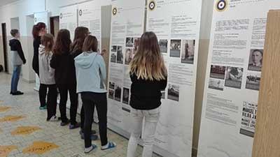 Výstava na základní škole Dolní Bukovsko – vzpomínka na Jana Hadrávka