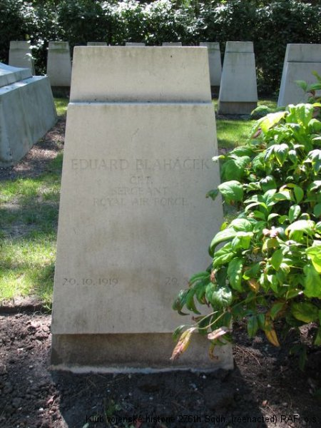 Hrob Eduarda Blaháčka, palubního střelce 311. československé bombardovací perutě RAF, Brookwood