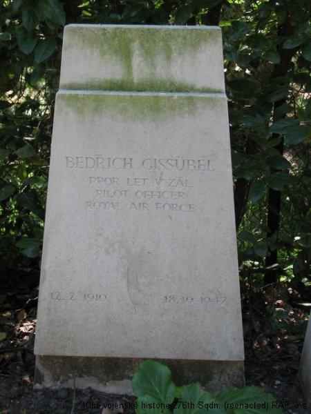 Hrob Bedřicha Gissübela, palubního střelce 311. československé bombardovací perutě RAF, Brookwood