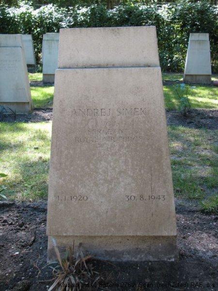 Hrob Andreje Šimka, palubního střelce 311. československé bombardovací perutě RAF, Brookwood