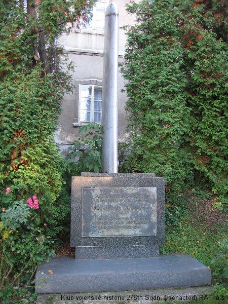 Památník Františka Truhláře, palubního střelce 311. československé bombardovací perutě a stíhacího pilota 312. československé stíhací perutě RAF, Lomnice nad Popelkou