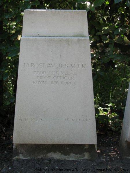 Hrob Jaroslava Jebáčka, palubního střelce 311. československé bombardovací perutě RAF, Brookwood