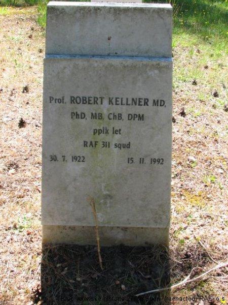 Hrob Roberta Kellnera, palubního střelce 311. československé bombardovací perutě, Brookwood, civilní část