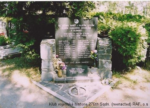 Památník členů Hanáckého aeroklubu v Olomouci - památník Zdeňka Babíčka, palubního střelce 311. československé bombardovací peruti RAF
