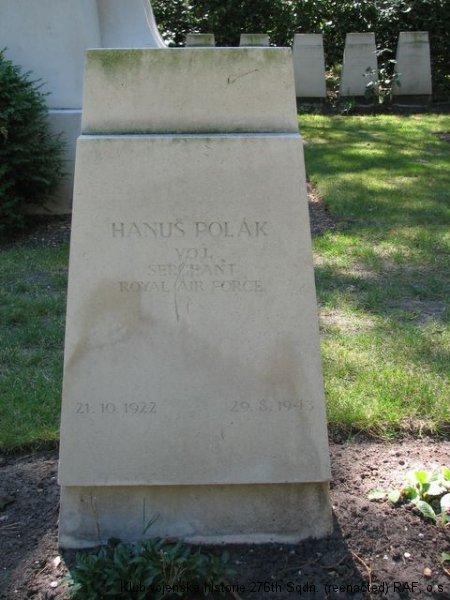 Hrob Hanuše Poláka, palubního střelce 311. československé bombardovací perutě RAF, Brookwood
