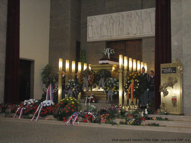 Poslední rozloučení s Lubomírem Úlehlou, palubním střelcem 311. československé bombardovací perutě a pilot ve výcviku FAFL (Forces Aériennes Françaises Libres)