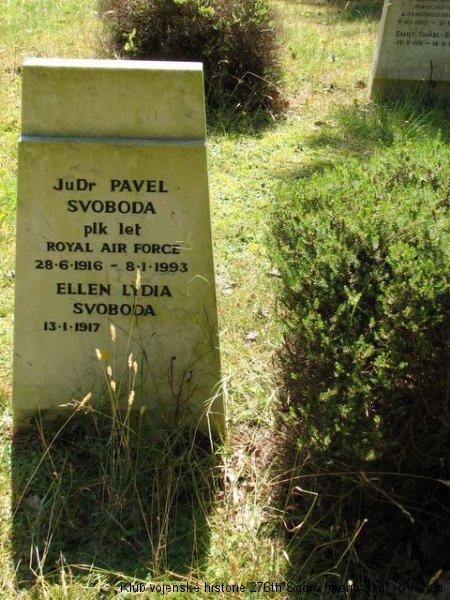 Hrob Pavla Svobody, palubního střelce 311. československé bombardovací perutě RAF, poválečného exulanta, Brookwood, civilní část