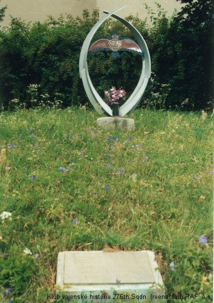 Památník Vincence Kocmana, palubního střelce 311. československé bombardovací perutě RAF, Rudice. Foto: Petr Radoch