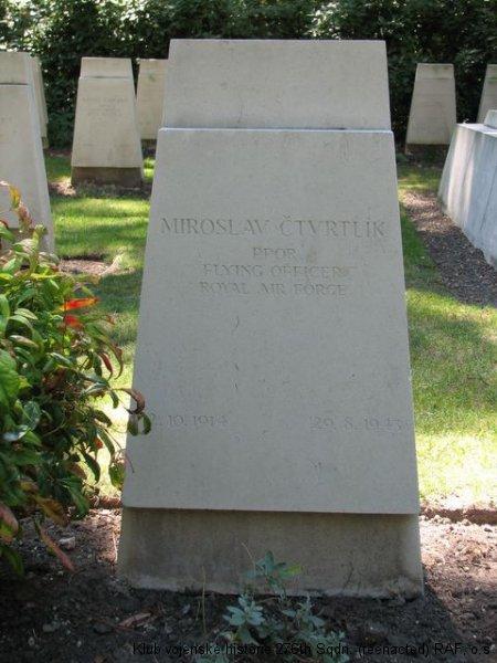 Hrob Miroslava Čtvrtlíka, palubního střelce 311. československé bombardovací perutě RAF, Brookwood